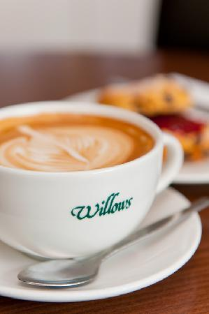 Willows Coffee Shop & Restaurant : Flat white and scone