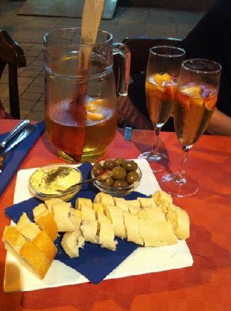 The Gallery Restaurant: champagne sangria & pan y ali-oli