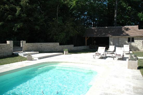 Evidence Maison d'Hôtes : Côté piscine