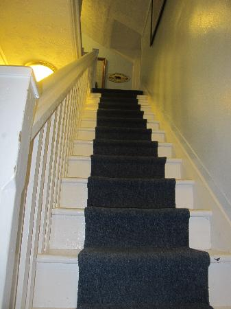 Glen Arbor Bed & Breakfast and Cottages : Steps leading up to the Sleeping Bear Suite