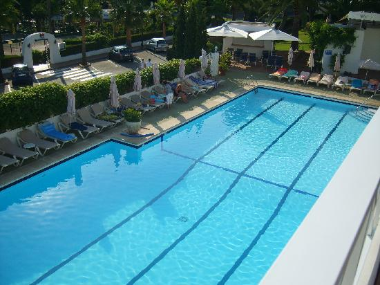 Hotel Rocamarina: pool from sun deck area