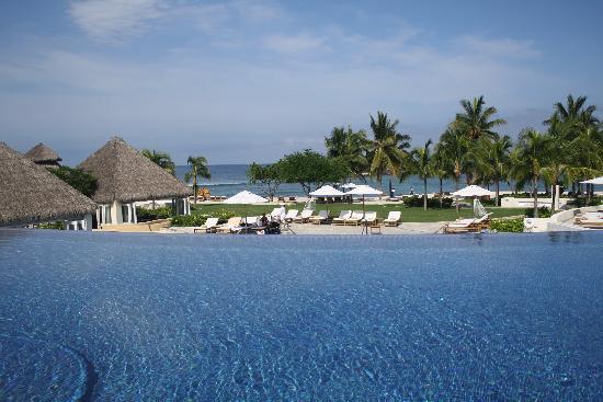 The St. Regis Punta Mita Resort: Middle pool, all pools were amazing!