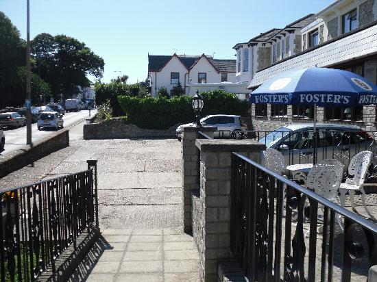 Wight Bay Hotel: car park with wheelchair access ramp