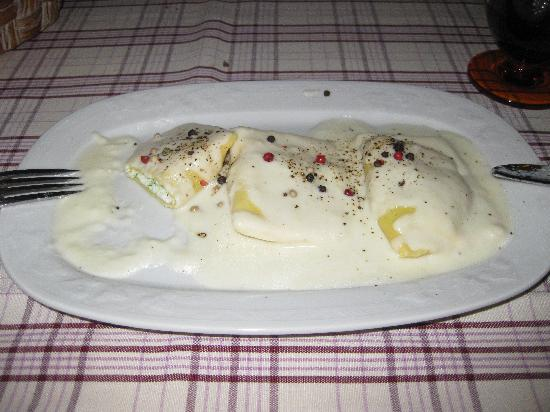 Trattoria Diva e Maceo: ravioli with cheese sauce