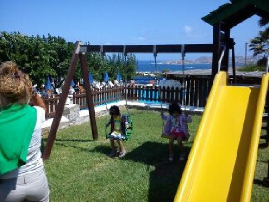 Fragoulis Village: παιδικη χαρα για παιδια