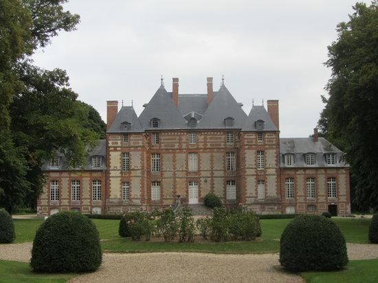 Chateau de Fleury la Foret: Chateau vue de face
