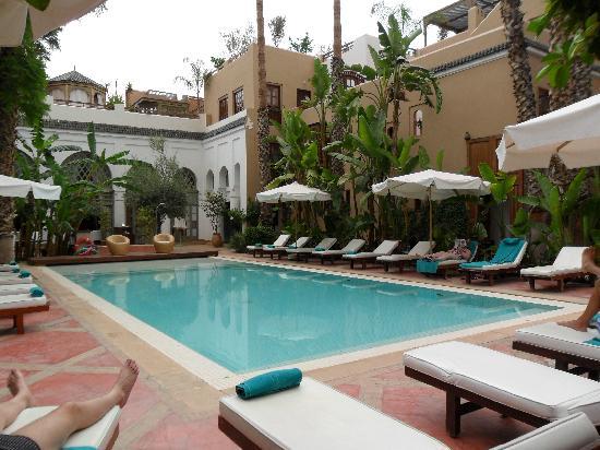 เลสจาร์ดินส์เดอลาเมดิน่า: Swimming pool