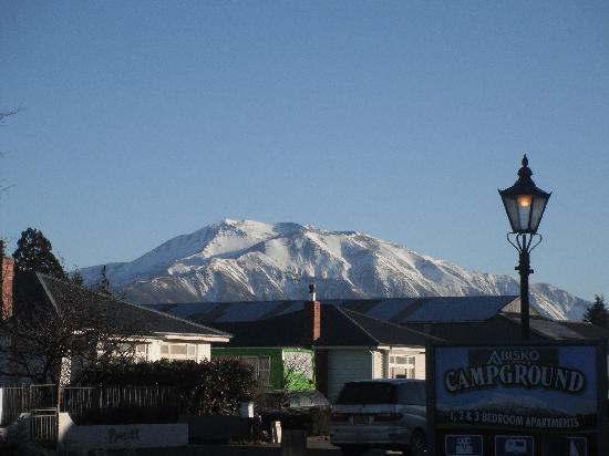 Abisko Lodge and Apartments: The view from the carpark
