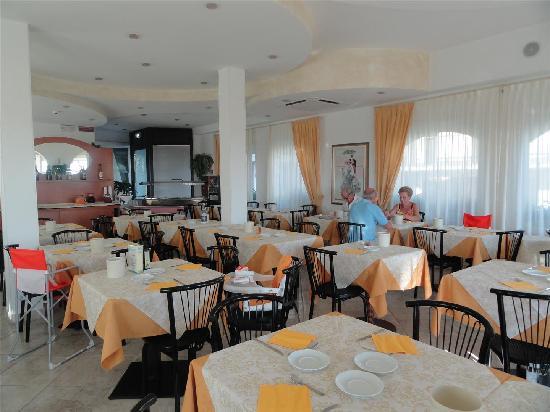 Hotel Brienz : belle salle de restauration