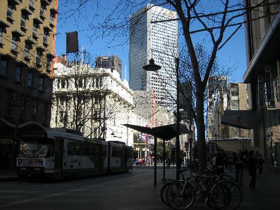 เมอร์เคียว เวลคัม เมลเบิร์น: Bourke St Mall, one block over from the hotel