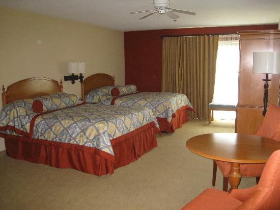 BEST WESTERN PLUS Monterey Inn: Our oversized room