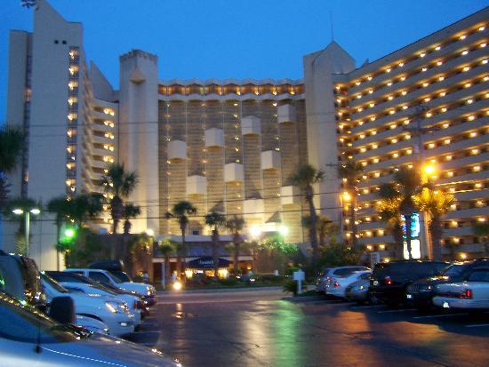 أوشن ريف ريزورت: The hotel. Really big.