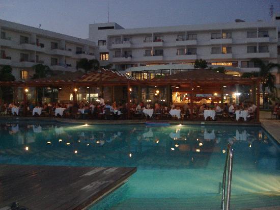 Louis Ledra Beach: Pool bar