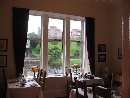 Castle View Guesthouse: Breakfast room view