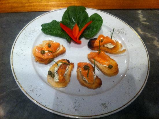 Victoria, Chile: Crostini de salmon