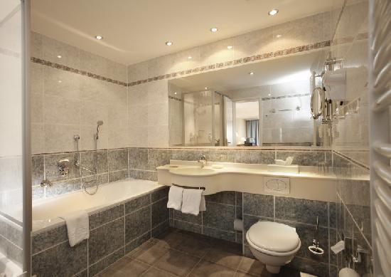 Hotel Stadt Hannover: Bathroom