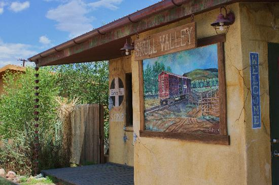 Skull Valley Diner: Murals on the building