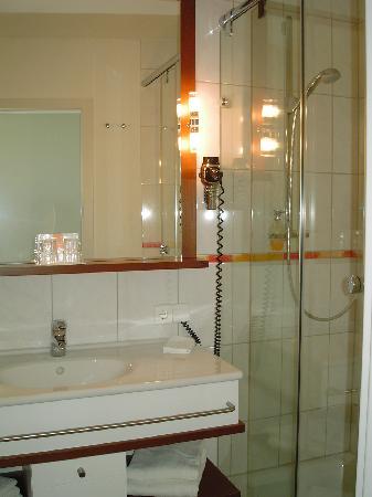 Norddeich, Alemania: Badezimmer im neuen Trakt