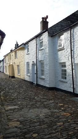 The Old Coach House: Boscastle charming cobbled street