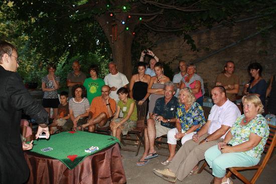 Olonzac, فرنسا: Soirée Magie