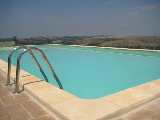 Podere Ampella: Swimming pool