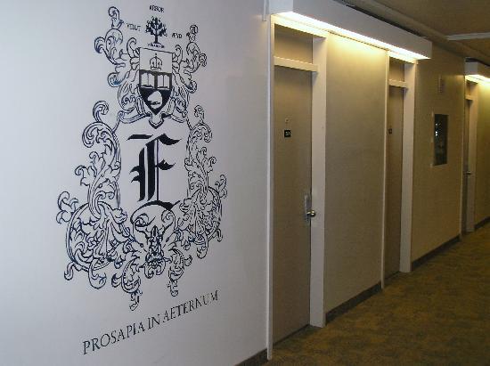 يونيفرستي أوف تورونتو - ويلسون هول رزيدانس: Hallway - Wetmore Hall Residence