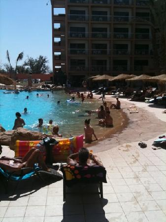 Royal Mirage Marrakech: The concrete 'beach'