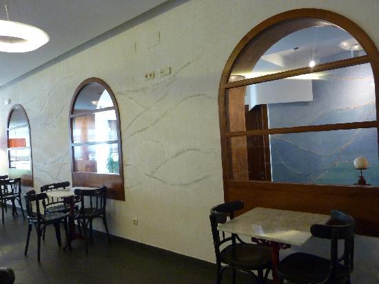 Carmen Hotel: recepcion desde el salon desayunos