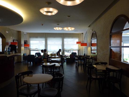 Carmen Hotel: Sala desayunos
