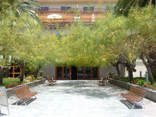 Melia Tamarindos: Entrance from Pool area