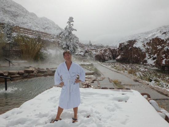Hotel & Spa Termas Cacheuta: Fondo NEVADO en las piletas