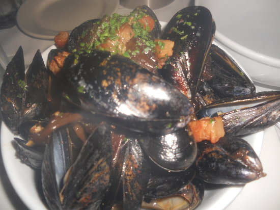 Taranta : Pan roasted fresh cultivated P.E.I. mussels