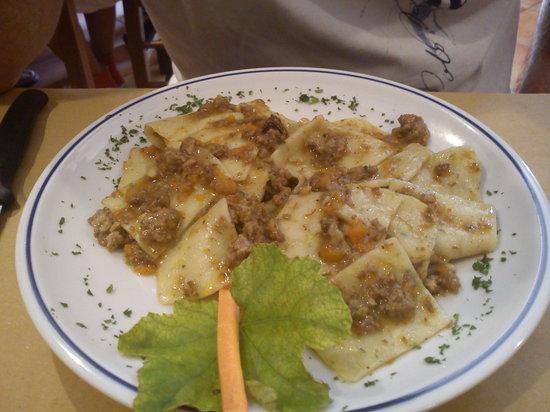 Sarteano, İtalya: Maltagliati al ragu bianco di cinghiale