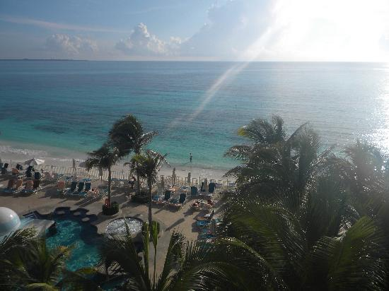 Hotel Riu Cancun: early morning from hotel balcony