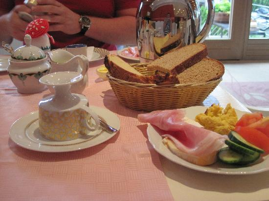 Landhotel Guglhupf: Breakfast 1