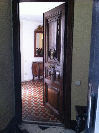 Apartments Gran Via : front door