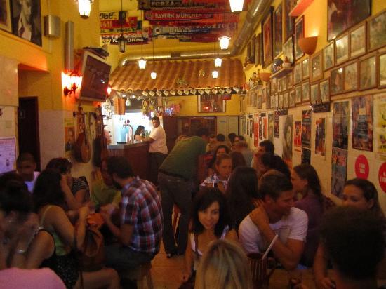 A Tasca do Chico: Late night Fado