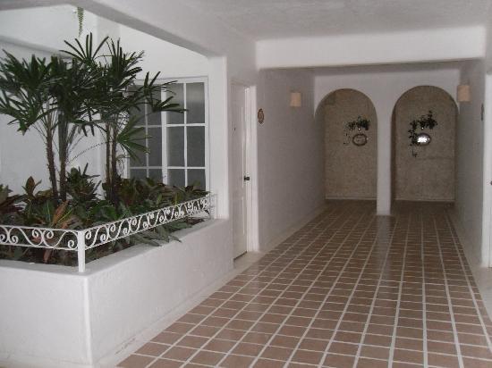 Mision de los Arcos: Interior corridor of hotel.
