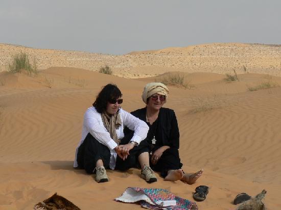 Dar Souleiman : bavardage dans le sable