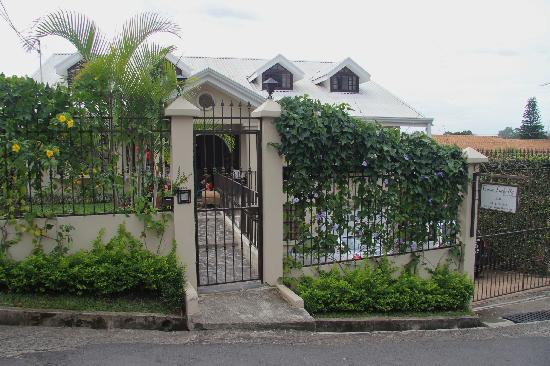 Casa Isabella Costa Rica: Front Gate