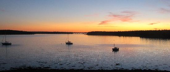 Argyler Lodge: Sunrise on Lobster Bay and the Tusket Islands.