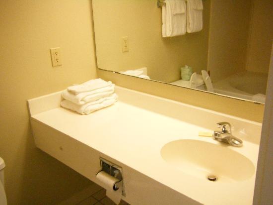 Windsurfer Hotel: Bathroom Sink