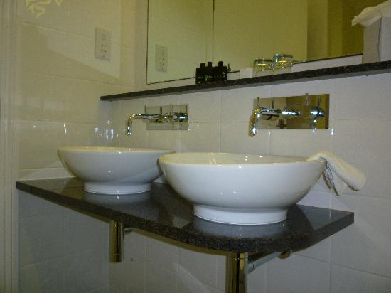 The Headland Hotel & Spa - Newquay: Bathroom