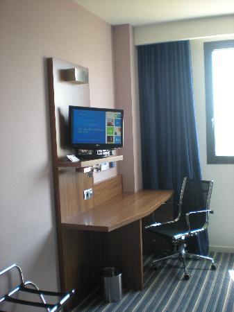 Holiday Inn Express Campo de Gibraltar - Barrios: zona tv e scrivania