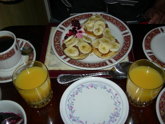 Hillgrove B&B: pancakes with banana...yummy!