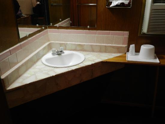 Historic Route 66 Motel: Petrified Wood Countertop