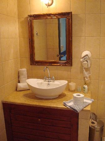 Myral Guesthouse, bathroom