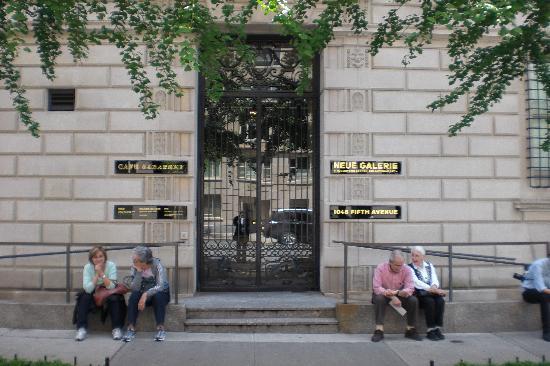 Neue Galerie: Eingang der Neuen Galerie New York