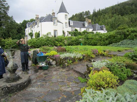 Strathcarron, UK: Attadale House and one of the gardeners