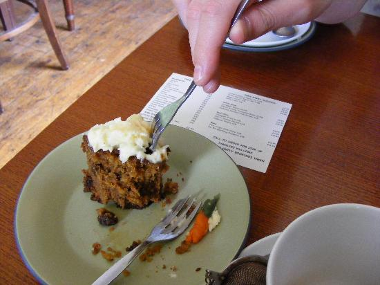 Conwy Falls Cafe : Delicious carrot cake